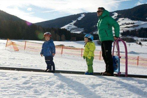 Mit dem Zauberteppich macht den Kids das Skifahren noch mehr Spaß!